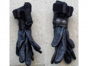 Handschuhhalter zum Befestigen der Han..