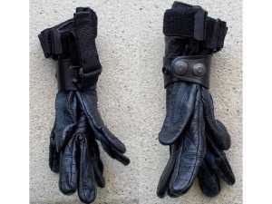 Handschuhhalter zum Befestigen der Handschuhe am Dienstgurt